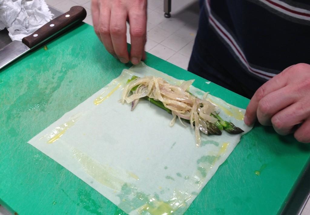 Gastroblog_FMM_forårsruller_forårsrulle med asparges og sauterede løg