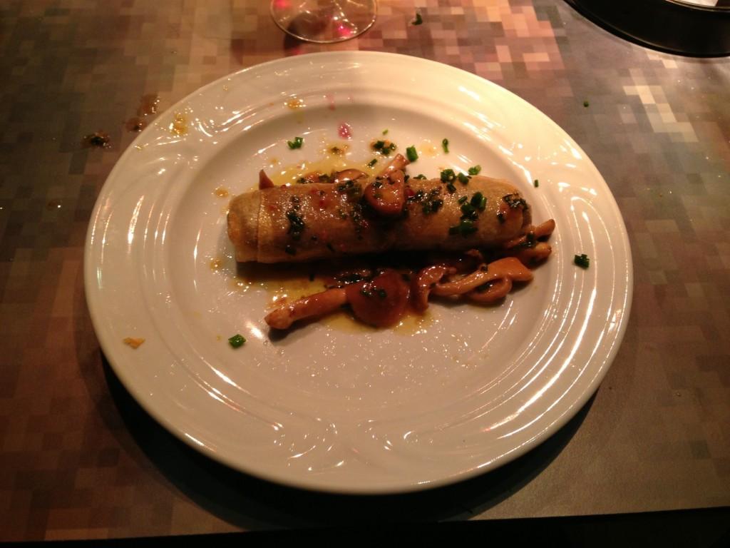 Gastroblog_FMM_forårsruller_tatar og piommes frites serveret med sauterede svampe