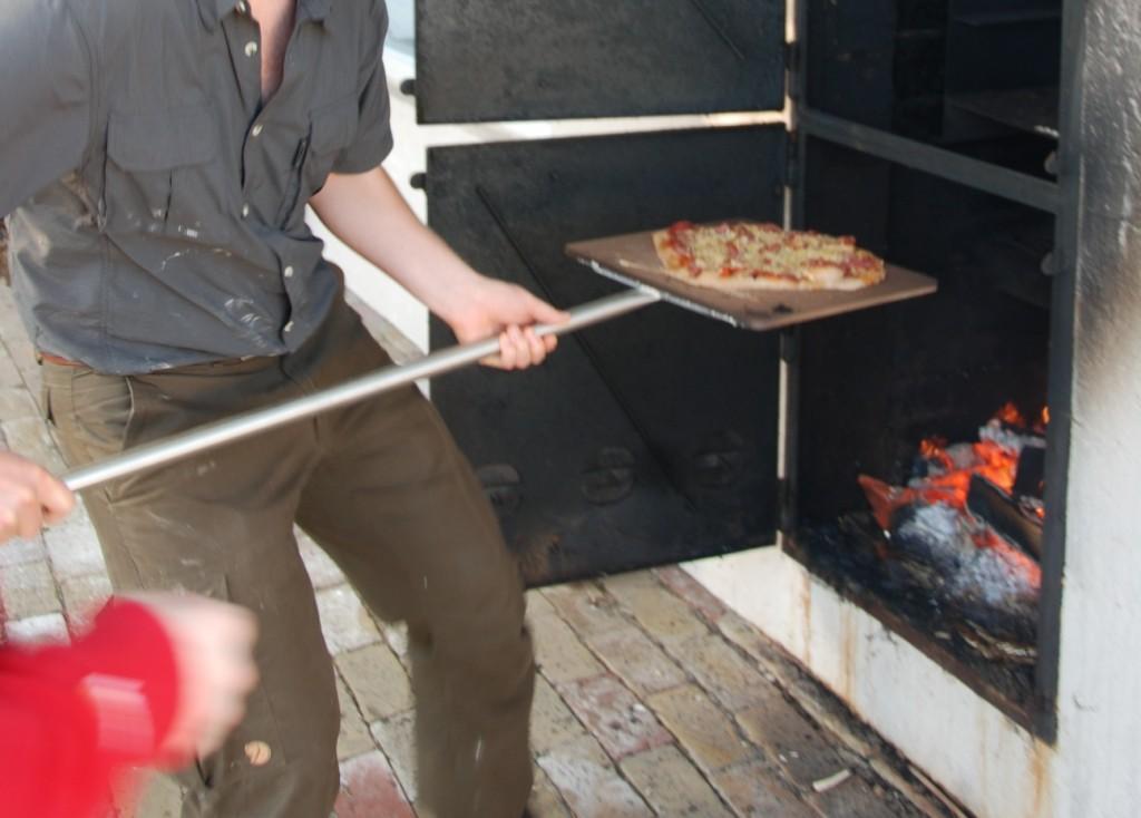Eksperiment med pizza i rygeovn