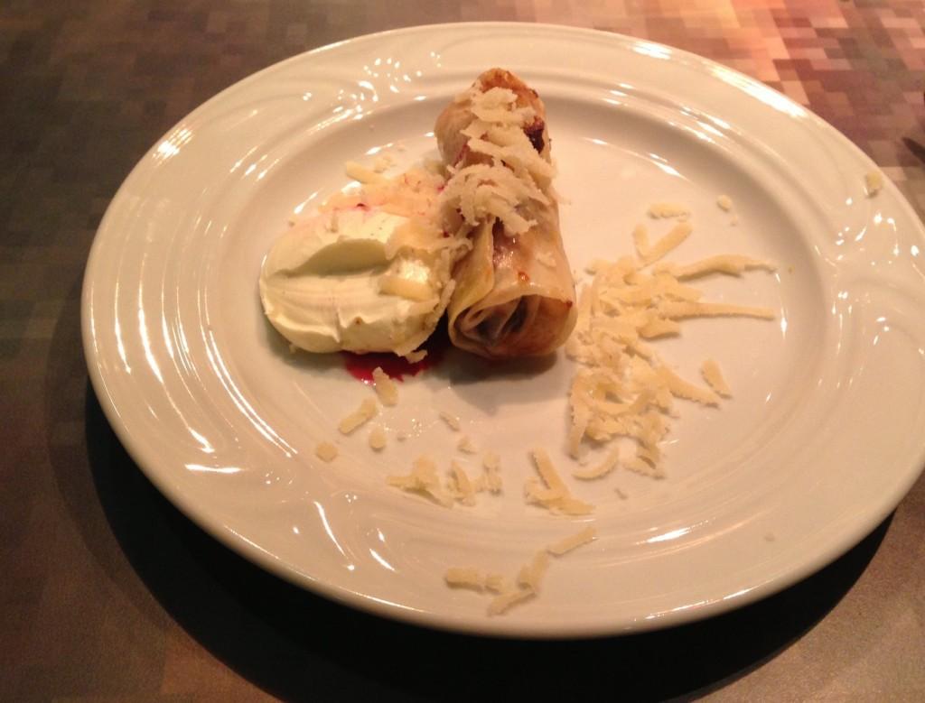 Gastroblog_FMM_forårsruller_æblerulle a la strudel med creme fraiche og høvlet marzipan